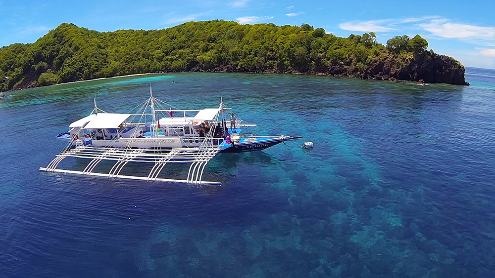 Apo Island with Dive Boat