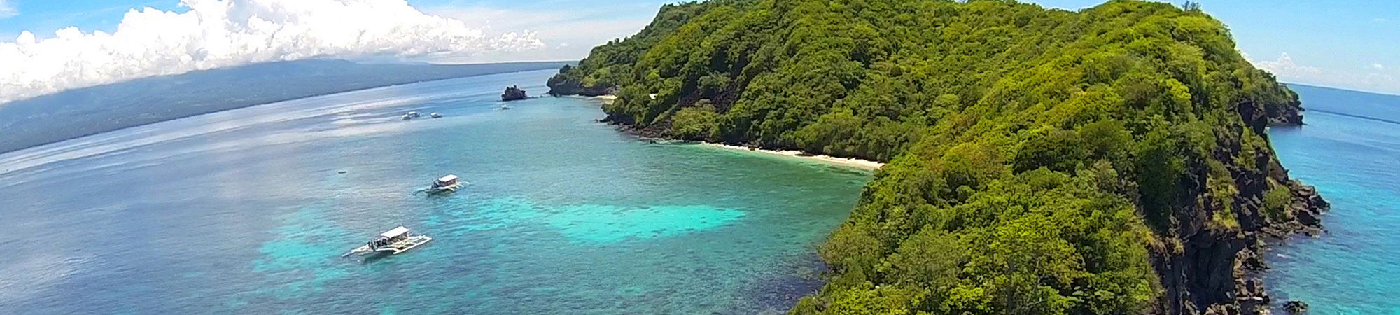 Apo Island near Atmosphere Resort in Dumaguete Philippines is a paradise for snorkelers, divers and anybody who wants top swim with turtles and beautiful corals