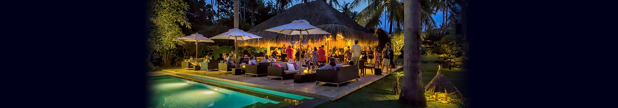 The poolside bar at Atmosphere has a mix of delicious cocktails, sumptuous italian coffees, wine, spirits and colorful shakes and frappes as well as bar snack food