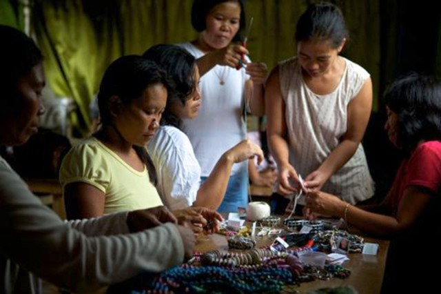 The ladies of Lumago create recycled / upcycled jewelry together for Lumago in Dumaguete Philippines