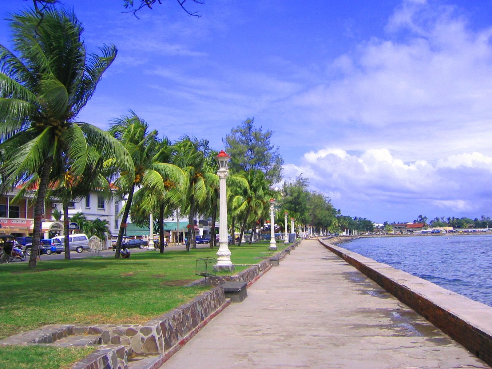 Rizal Boulevard, Dumaguete, Atmosphere Resorts